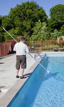 Mantenimiento piscinas privadas madrid y valdemoro neoaqua for Piscina de valdemoro